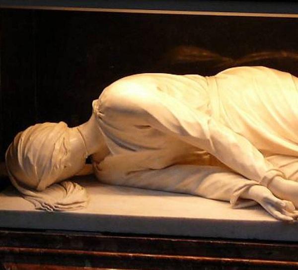 تصاویر/نمایشگاه جنازههای قدیسان