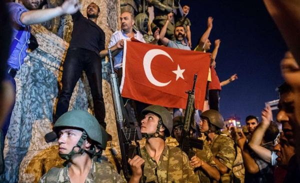 تصاویر/ مقاومت مردمی در برابر کودتاچیان در ترکیه