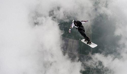تصاویر/ چتر بازی در ابرهای طوفانی